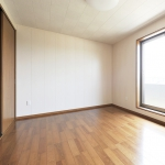調湿素材の天井の寝室