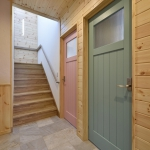 ピンクとグリーンのトイレドア